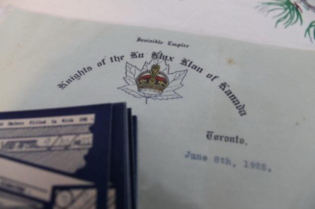 Les documents du KKK que Sarah Baumchem a trouvé racontent les activités et les politiques du Klan à Toronto et dans la région au milieu des années 1920.  Alex Ballingall/Toronto Star Alex Ballingall/Toronto Star
