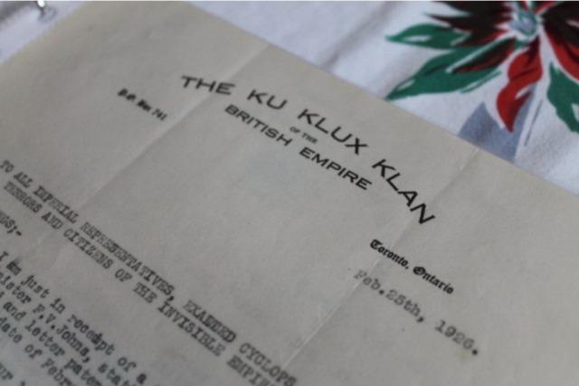Une lettre du Ku Klux Klan de l'Empire Britannique datant de 1926 parmi les documents trouvés par Sarah Baumchem. Alex Ballingall/Toronto Star